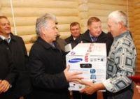 Губернатор Павел Ипатов посетил новые дома погорельцев