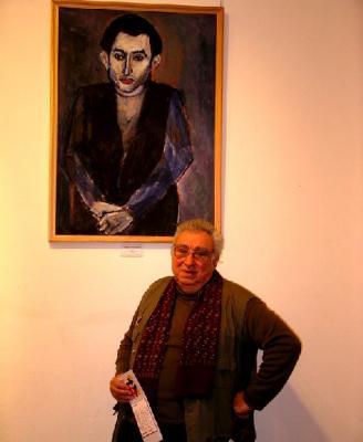 Лев Горелик у своего портрета работы Гавриила Гликмана (фото Анны Баскаковой, АЕН)